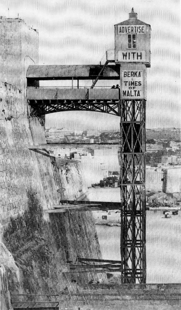 Historic photo of the previous lift. Postcard from private collection.